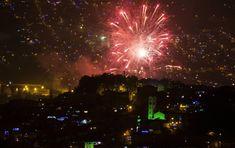 Así lució el cielo de Medellín durante la polémica alborada. FOTO JULIO CÉSAR HERRERA