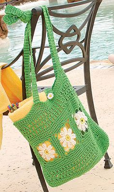 Summer Tote, part of Crochet World's FREE Pattern of the Month. Get the download here: http://www.crochet-world.com/monthly_project.php?series_id=4&source=fcebkcw