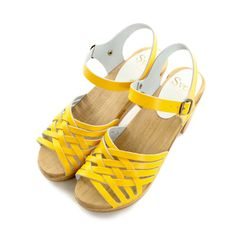 These are cute! I want a pair.......Sven Clogs   Woven Clog