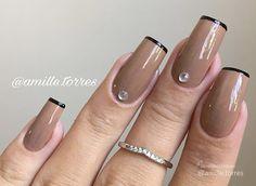 Unhas nude: Formas de variar o esmalte nude Coffin Nails, Gel Nails, Acrylic Nails, Nail Polish, Trendy Nail Art, New Nail Art, Super Nails, Black Nails, Ring Finger