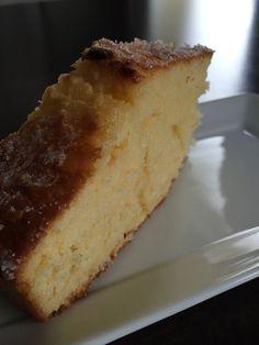 Gâteau extra moelleux à la fleur d'oranger - excellent, j'ai rajouté 2 càs de fleur d'oranger et 50g de farine car crème liquide