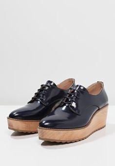 1000 id es sur le th me derbies compens es sur pinterest chaussures pour femmes derbies et. Black Bedroom Furniture Sets. Home Design Ideas