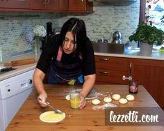 Kol Böreği nasıl yapılır? Resimli tarifle yapmayı öğrenin. Fotoğraflı tarifle Kol Böreği yapın.