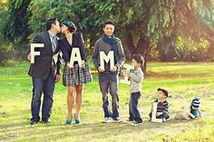 Love creative family portraits... this one is just too cute for words! #family