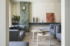 Todo al verde Olive Kitchen, Coral Bathroom, Duplex Apartment, Mood Colors, Minimalist Apartment, Space Architecture, Glass Ceramic, Dining Bench, Living Room