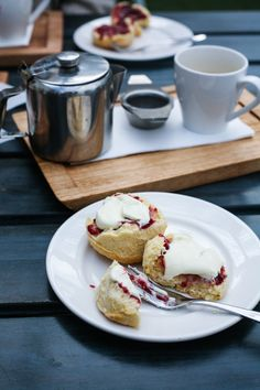 Lemonade Scones w/ jam & cream @ The Stables of Como I Daisy and the Fox