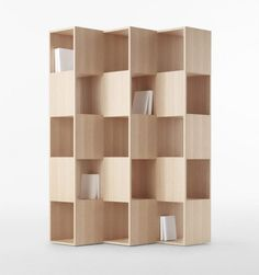 INSPIRATION / MOBILIER / Bureau secondaire / Alternative : choisir un meuble cloison bibliothèque au matériau unique et à la structure plus massive. Astuce déco : y placer des objets décoratifs.