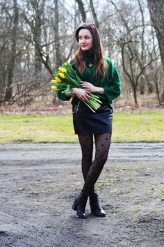 Spring style GREEN GOLF Polka Dot Tights, Boot Outfits, Taylor Momsen, Stocking Tights, Fashion Tights, Black Tights, Spring Style, Girly Girl, Hosiery