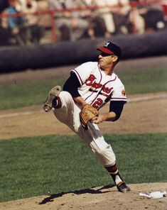 MILWAUKEE - 1957 Warren Spahn, left handed pitcher for the Milwaukee Braves, is about to deliver a pitch in County Stadium in (Photo by Mark Rucker/Transcendental Graphics, Getty Images) ALL STAR ERA TITLE Braves Baseball, Baseball Players, Baseball Field, Baseball Cards, Pro Baseball, Football Cards, Hockey, Mlb Pitchers, Reggie Jackson