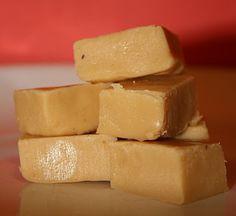 Fudge with Norwegians ingredients Diy Food, Cornbread, Fudge, Sweet Tooth, Food And Drink, Sweets, Cheese, Candy, Snacks