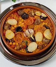 Arroz al horno Spanish Cuisine, Spanish Food, Oven Baked Rice, Tomato Rice, Garlic Head, Sliced Potatoes, Pork Ribs, Rice Dishes, Tapas