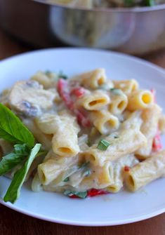 CREAMY PASTA SAUCE MADE ENTIRELY OUT OF CAULIFLOWER! Insanely delicious and healthy!
