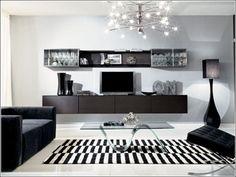 壁面収納の造作家具ならまったく生活感がありません。むしろ近未来的な美しささえ感じます。テレビの買い替えでサイズが変わることも考えてスペースに余裕を持たせたデザインにしておくのがコツです。