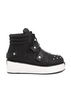 YRU Qozmiq Black Boot