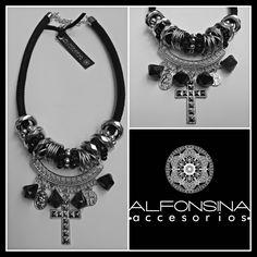 Silver Cross Boho Jewelry, Jewelry Crafts, Jewelry Art, Jewelery, Jewelry Accessories, Handmade Jewelry, Mineral Stone, Diy Necklace, Necklaces