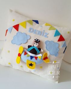 ✈☁ Felt Pillow, Cushions, Pillows, 4 Kids, Diy Crafts For Kids, Gifts, Design, Fun Diy Crafts, Wreaths