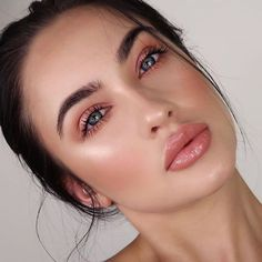 Shimmery and Natural Summer Makeup - GLAM - Makeup Natural Summer Makeup, Best Natural Makeup, Natural Beauty Tips, Beauty Make-up, Beauty Hacks, Beauty Skin, Beauty Care, Make Up Beauty, Face Beauty