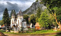 Romania redescoperita - Un site despre Romania si minunile ei Romania Tourism, Romania Travel, Bourbon, Visit Romania, Touring Bike, The Beautiful Country, Countryside, Cathedral, Europe