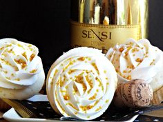 Boozy cupcakes Prosecco Cupcakes with Prosecco Buttercream Frosting - the perfect way to ring in the New Year. Basic Cupcake Recipe, Easy Cupcake Recipes, Dessert Recipes, Desserts, Dessert Ideas, Cake Ideas, Cupcake Prosecco, Quick And Easy Sweet Treats, Alcoholic Cupcakes