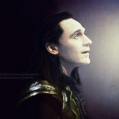 Tom Hiddleston. Credit on the image.