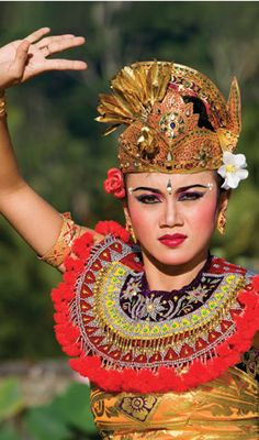 Join us in Bali for our teen volunteer abroad programs in Asia. Bali features culture and adventure in equal measure to explore! Teen Volunteer, Volunteer Abroad Programs, Folk Dance, Holidays With Kids, India, Balinese, Dance Outfits, Holiday Travel, Headdress