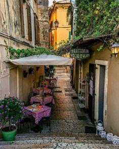 Op een steenworp afstand van het Gardameer ligt Verona. Met meer dan 250.000 inwoners is het na Venetië, de 2de grootste stad in de regio Veneto. Verona heeft een rijke geschiedenis die teruggaat t…