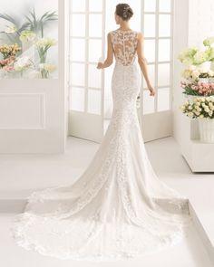 Kleid aus Spitze mit Strassbesatz, nudefarben, naturweiß und weiß.