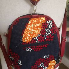 mercerie_idee_fil Réalisation du week-end... Le sac à dos Limbo de chez Sacôtin avec les tissus donnés par ma cliente.  #sacamain #cousumain #Sacôtin #handmadebag #similicuir #rouge #red #sacados #coutureaddict #mercerieideefil #creationsacs #wax #merceriecréative #couleursassorties #couleurs