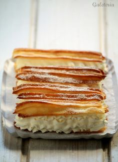 Éclairs rellenos de nata   Receta paso a paso   Galeteria Eclairs, Pasta Choux, Spanish Food, Sweet Desserts, Sweet Bread, Sweet Tooth, Sweet Home, Cooking Recipes, Chips