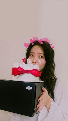 Ya, 2 next month later you'll be on 20 yo. Seulgi, Red Velvet イェリ, Red Velvet Irene, Kpop Girl Groups, Korean Girl Groups, Kpop Girls, Taemin, Girl Day, My Girl