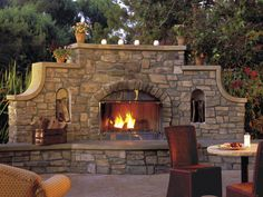 Now THAT is what I call and outdoor fireplace!  Uh-maz-ing!