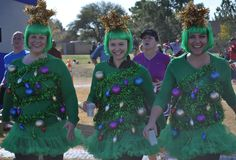 A collection of the hysterical, odd, and creative costumes that people wear during races. Halloween Running Costumes, Christmas Costumes, Disney Races, Run Disney, Reindeer Run, Bike Parade, Races Outfit, Christmas Sweaters, Christmas Clothes