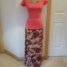 """Jones New York XL Maxi Skirt Jones of New York XL Paisely & flower maxi skirt. Multicolor: tan, cream, fuchsia, purple, orange, red & yellow. Length: 38"""", waist: 18"""" unstretched. Fully lined. Machine wash cold. 100% polyester. Bought for my mom, she barely wore it. Skirt is pinned back to fit the mannequin. Jones New York Skirts Maxi"""
