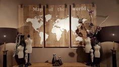 Wereldkaart 3 luik hout. Afm. per paneel 70 x 125