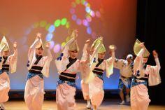 【徳島県】岡秀昭さん(娯茶平 連長 徳島県阿波踊り協会 副会長)に聞きました。/Q.2瀬戸内の自慢したいところは?………A.毎年、5月のゴールデンウィーク中の2日間に、四国4県のお祭りを集めたイベントが高松のサンポート広場で行われます。今年が9回目。瀬戸内ではないですが高知のよさこい、愛媛のだんじり、徳島の阿波おどりが見られます。主催県の香川はお祭りではなく、うどんの実演販売。これは「踊り」でつくったネットワークだと思っています。 写真はイメージです。 #Tokushima_Japan #Setouchi