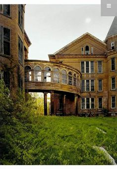Taunton state hospital Gothic Buildings, Old Buildings, Abandoned Buildings, Real Haunted Houses, Haunted Places, Abandoned Asylums, Abandoned Places, Historical Architecture, Amazing Architecture