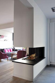 Cheminées pourtour en granit sur mesure à Bruges Spanish Villas, Home Fireplace, Interior Design Living Room, Family Room, Sweet Home, Contemporary, Fire Places, Phase 2, Decoration