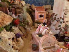 Une scène typiquement provençale, les bugadières, on en voit encore dans certains villages. Les savons sont des vrais savons fondus et coupés en petits carré.