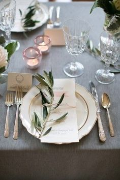 Love the styling of the greenery on the plate/menu
