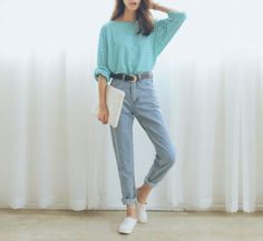 Green Striped T-Shirt, Blue Mom Jeans, Plimsolls Outfits Jeans, Mom Jeans Outfit, Cool Outfits, Casual Outfits, Fashion Outfits, Style Fashion, Japanese Fashion Street Casual, Japanese Street Fashion, Korea Fashion