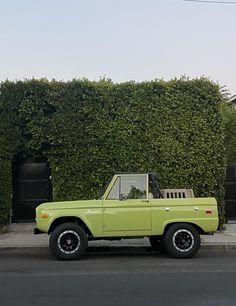 Bronco Car, Ford Bronco, Pretty Cars, Cute Cars, Old Vintage Cars, Old Cars, My Dream Car, Dream Cars, Dream Life