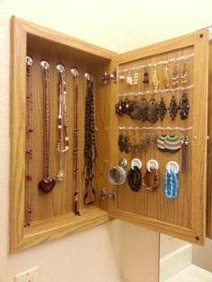 Beau I Like The Organization Inside Turn Your Medicine Cabinet Into A Jewlery Box !