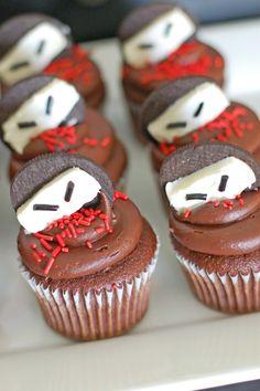 Ninja Cupcakes using Oreos. We love this idea for a Ninja birthday party! Karate Party, Karate Birthday, Ninja Birthday Parties, 7th Birthday, Ninja Birthday Cake, Birthday Ideas, Paris Birthday, Kid Parties, Ninja Cupcakes
