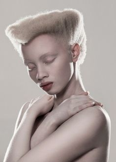 Johannesburg-based photographer Justin Dingwall's most recent is this elegant portrait shoot titled ALBUS and featuring South Africa model with albinism, Thando Hopa. Modelo Albino, My Black Is Beautiful, Beautiful People, Albino African, Albino Model, African Models, African Beauty, Model Photos, Black Girl Magic