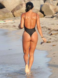 michelle-lewin-in-black-swimsuit-2016-6