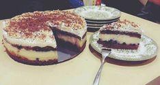 Bezlepkový čokoládový koláč s pudingom a malinami Bourbon, Tiramisu, Cheesecake, Ethnic Recipes, Food, Basket, Bourbon Whiskey, Cheesecakes, Essen