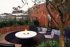 Love this firepit and seating arrangement