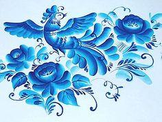 В прошлом своем МК я писала, что планирую рассказать о красках. Пока данный МК откладывается на конец сентября. Сегодня я продолжаю бело-голубую тему и рисую птичку двойным мазком. Работа нарисована по мотивам МК, который я нашла в интернете от мастерицы гжели. В росписи я использовала синюю акриловую краску и плоскую синтетическую кисть овальной формы.