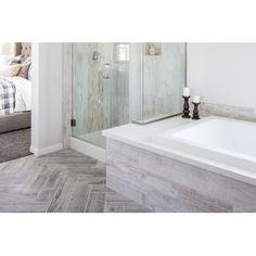 Bad Inspiration, Bathroom Inspiration, Bathroom Ideas, Bathroom Remodeling, Interior Design Magazine, Best Bathroom Flooring, Tile Flooring, Concrete Bathroom, Floors