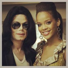 Rihanna and Michael Jackson.when was this pic taken? Janet Jackson, Rihanna Daily, Michael Jackson Youtube, Jackson Family, The Jacksons, Rihanna Fenty, Celebs, Celebrities, Film